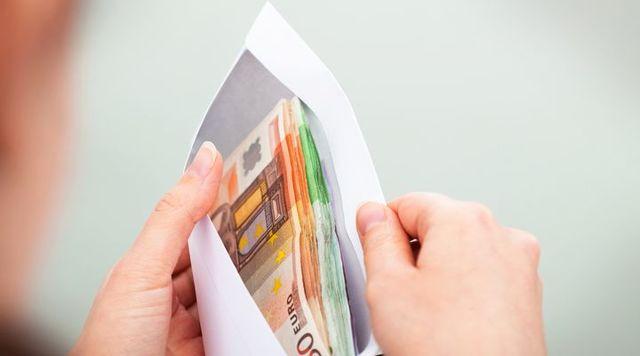 Как взыскивать долги по алиментам: удержание задолженности из заработной платы