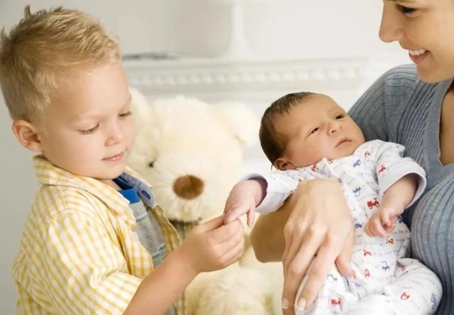 О пособии на второго ребенка: какие льготы положены, единовременные выплаты