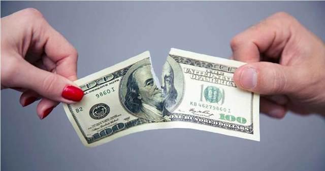 Как делятся кредиты при разводе: можно ли взятые одним из супругов, кто платит