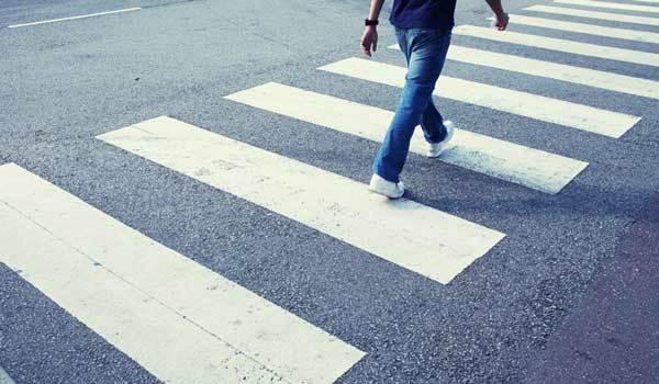 Переход дороги в неположенном месте, размер и сумма штрафа, как оплачивать