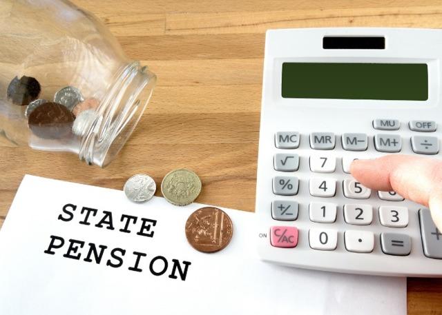 О пенсии госслужащих: во сколько лет выходят, в каком возрасте, размер выплаты