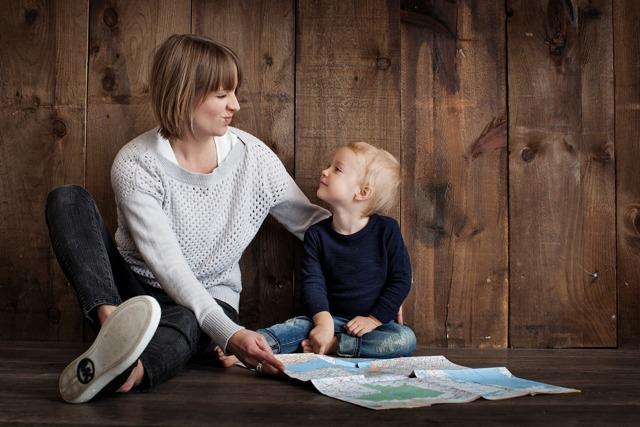 О пособиях на ребенка до 18 лет: как оформить ежемесячное, кому положены детские