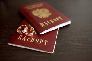 Как поменять фамилию после развода на девичью: время на смену