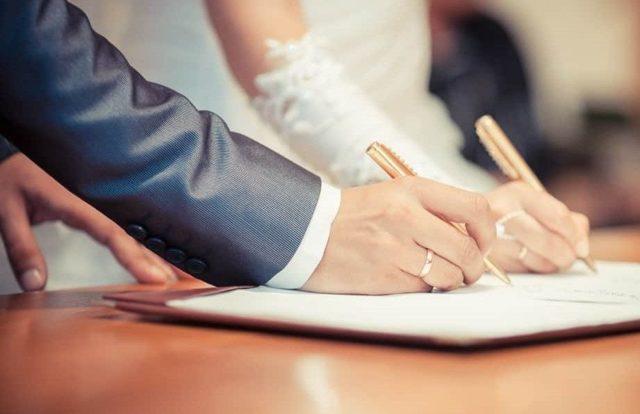 О двойной фамилии: можно ли взять при заключении брака, как сделать в паспорте