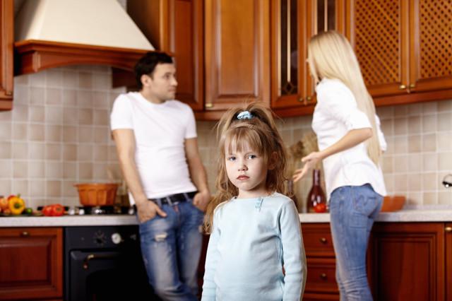 О размере алиментов на 3 детей: сколько процентов на троих должен платить отец