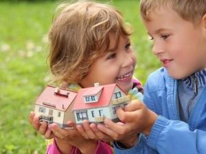 О выделении доли детям в квартире: как оформить несовершеннолетнему ребенку