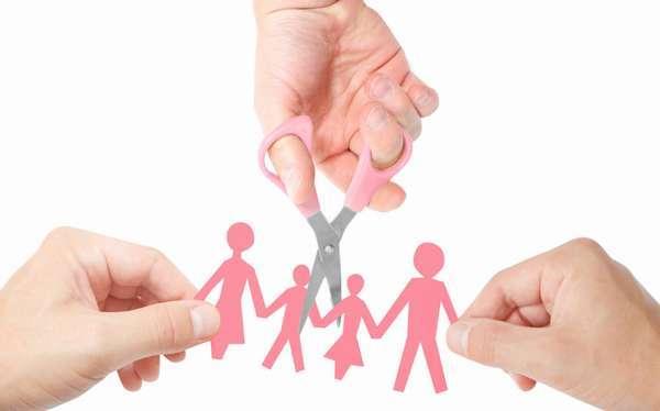 Забирают ли свидетельства о браке при разводах: остается ли на руках, нужно ли