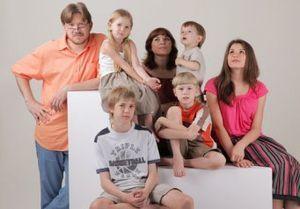 О пенсии для многодетных матерей с тремя детьми: как получить в России
