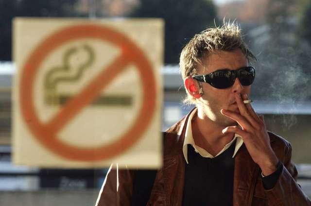 О курении в общественных местах: статья КоАП РФ, где запрещено, неположенные места