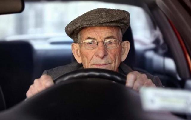 Штрафы ГИБДД для пенсионеров, существуют ли льготы, приходят ли уведомления