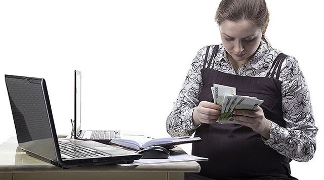 Когда выплачиваются декретные на работе: в течение какого времени