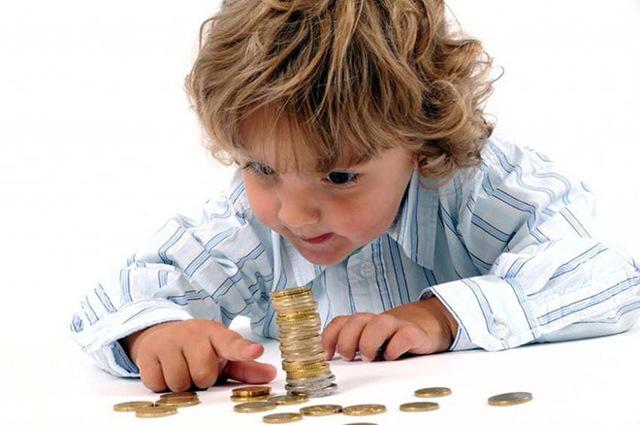 До скольки лет платят детские пособия: до какого возраста получают на ребенка
