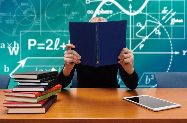 О коллективной жалобе на директора школы от учителей в департамент образования