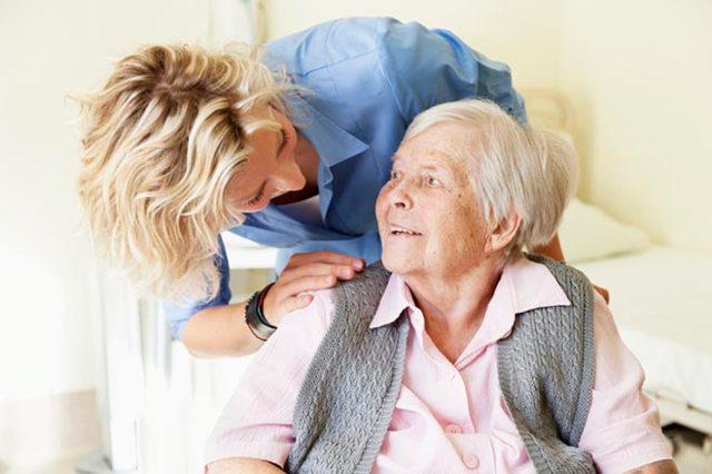 Об опеке над недееспособным пожилым человеком: как оформить над родственником