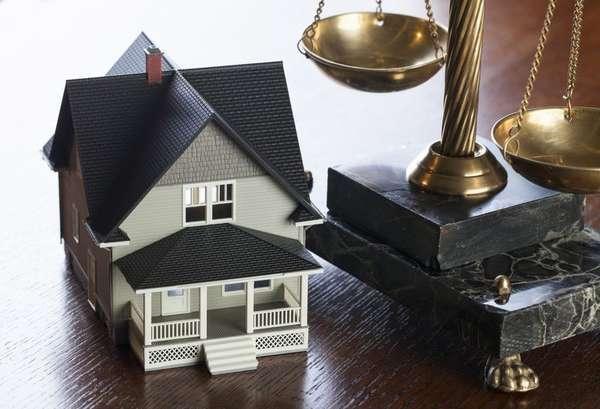 Об аресте имущества должника по месту прописки: имеют ли право описывать