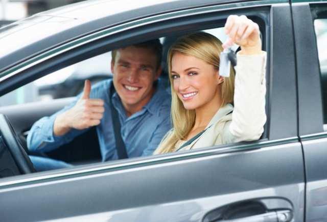 О переоформлении машины на жену: как переписать с мужа, сколько это стоит