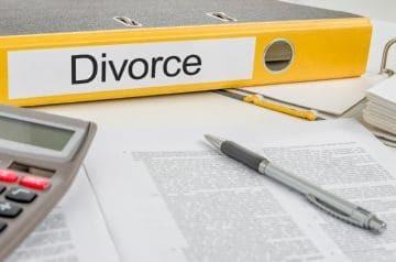 О разделе долгов при разводе: как распределяются, делятся ли общие у супругов